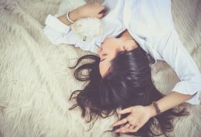 Dormir con tu mascota: ¿buena o mala idea?